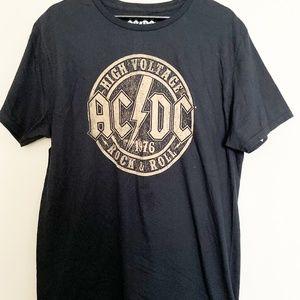 NWOT MEN'S AC/DC HIGH VOLTAGE ROCK & ROLL T-SHIRT